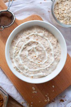 Zimtschnecken zum Frühstück? Oh ja! Die Cinnamon Roll Overnight Oats schmecken wie Zimtschnecken zum Löffeln. Die musst du probieren.
