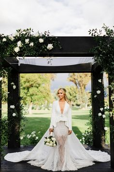 Samantha and Jack's Trendsetting Romantic Glam Wedding at The Ojai Valley Inn Farmhouse Country Wedding Dresses, Modest Wedding Dresses, Bridal Outfits, Bridal Gowns, Wedding Event Planner, Wedding Dress Sleeves, Mermaid Dresses, Wedding Beauty, Ball Dresses