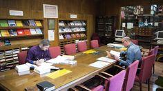 Sala de lectura y área de revistas