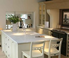 Impressive Neptune Buckland Cooker Hood With Corbels Large Island And Sheldrake Table
