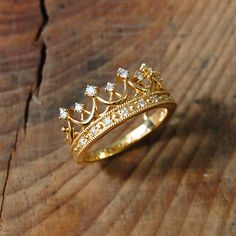 Gold Jewellery Design, Gold Jewelry, Women Jewelry, Gold Crown, Stylish Jewelry, Jewerly, Gold Rings, Wedding Rings, Engagement Rings