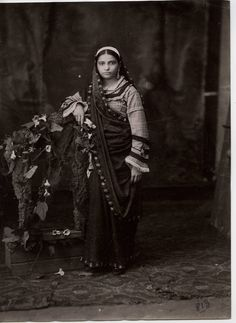 Studio Photograph of a Parsee Woman - - Old Indian Photos Native Indian, Indian Art, Old Pictures, Old Photos, Vintage Photographs, Vintage Photos, Margaret Bourke White, Royal Indian, Indian Classical Dance