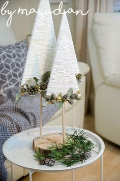 DIY Christmas trees made of plywood, wool and gold wire - Weihnachten - Natal Diy Christmas Tree, Handmade Christmas, Christmas Time, Christmas Decorations, Christmas Ornaments, Table Decorations, Gold Diy, Diy And Crafts, Christmas Crafts