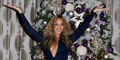 كيف تصور المشاهير أمام شجرة الميلاد؟  #yawmiyati #مجتمع_يومياتي #EastAtlantaSanta #Drake #Beyonce