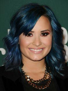 Demi Lovato's Metallic, Rose Gold Shadow eye make up