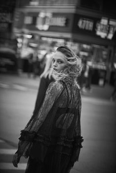 VOGUE ITALIA - WALKING WITH LINDBERGH - New York Streets, 2016 - Peter Lindbergh