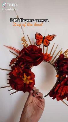 Diy Flower Crown, Diy Crown, Diy Flowers, Halloween Outfits, Halloween Crafts, Halloween Party, Halloween Flowers, Amazing Halloween Makeup, Halloween Looks
