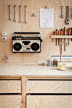 37 Astonishing Pegboard Design Ideas For All Your Needs To Try Asap - Pegboard is a great material for keeping tools, accessories, gadgets and other supplies handy and well-organized. Because you can customize a pegboard. Workshop Studio, Workshop Design, Garage Workshop, Workshop Storage, Wood Workshop, Garage Studio, Plywood Interior, Plywood Furniture, Tool Sheds