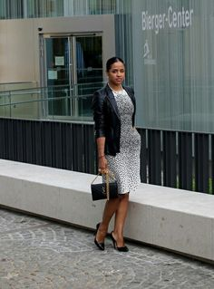 Classy in the city more on :  http://thatfitsuswell.weebly.com