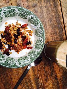 Het blijft een winner! Zelf granola maken, daarom heb ik gewoon weer een receptje om zelf te maken met knapperige honing. Yum yum.  #granola #granolamethoning #granolarecept #noten #recept #receptblog #foodblog #foodinista #recept #blogger #blog
