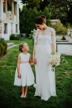 b4e205e0d This 30 Pictures of Bride and Flower Girl Will Warming Your Heart