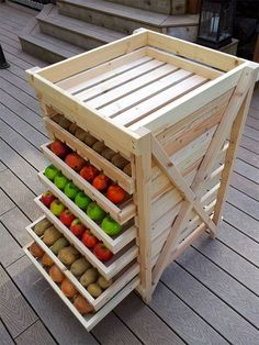 Food Storage Shelf (DIY home ideas: 25 creative ways to recycle wooden crates and pallets) Food Storage Shelves, Diy Storage, Produce Storage, Fruit Storage, Storage Ideas, Kitchen Storage, Pallet Storage, Kitchen Items, Storage Cart