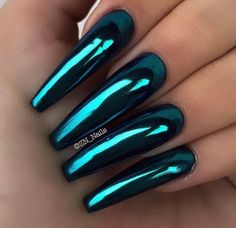 80 ideas to create the best Halloween nail decoration - My Nails Neon Nails, Blue Nails, My Nails, Blue Chrome Nails, Chrome Nails Designs, Nail Designs, Stylish Nails, Trendy Nails, Diva Nails