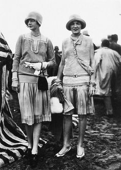 Deauville beach fashion - Designs by Jean Patou, 1927 1920 Style, Style Année 20, Flapper Style, 1920s Flapper, Flapper Girls, 20s Fashion, Art Deco Fashion, Fashion History, Retro Fashion