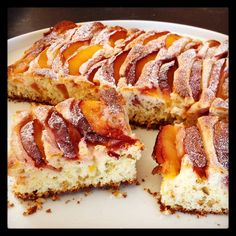 Cake with peaches and hazelnuts