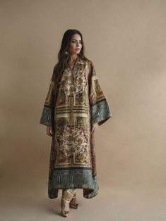 Shamaeel - MR-IV - Studio by TCS Source by rablablabla clothes indian Pakistani Dress Design, Pakistani Outfits, Indian Outfits, Simple Dresses, Nice Dresses, Kaftan, Simple Dress Pattern, Dress Indian Style, Indian Wear