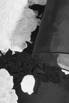 Giambattista Valli - Cotton-blend Bouclé, Guipure Lace And Silk-organza Skirt - White - IT40