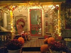 beautiful way to decorate the porch in the fall with LED string lights #holidaylighting #porchlighting #falldecor