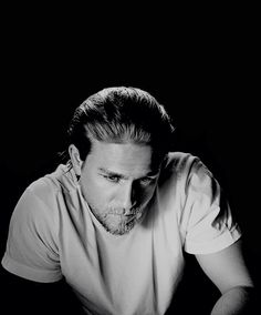 Charlie Hunnam source : Photo