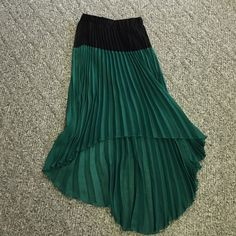 BKE boutique pleated high low skirt BKE boutique pleated high low skirt. Two toned top is black with beautiful emerald green on bottom. There is a black seen in slip as the material is sheer. 40 in in back from waste to bottom at the longest point 25 in in front at shortest point. Super light and flowy. Clean smokefree home no snags BKE Skirts High Low