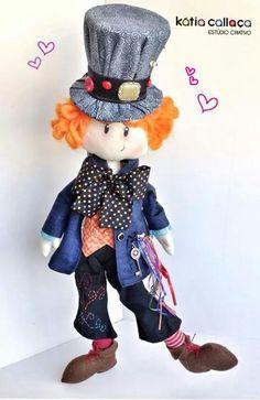 Chapeleiro por Kátia Callaça Alice In Wonderland Doll, Alice In Wonderland Decorations, Sewing Patterns For Kids, Doll Patterns, 15th Birthday Party Ideas, Plastic Doll, Boy Doll, Felt Toys, Soft Sculpture