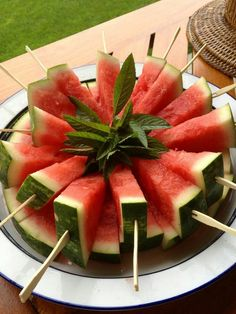 at lunch today included watermelon pops; an irresistible presentation., Dessert at lunch today included watermelon pops; an irresistible presentation., Dessert at lunch today included watermelon pops; an irresistible presentation. Snacks Für Party, Fruit Snacks, Fruit Recipes, Appetizer Recipes, Fruit Cups, Party Appetizers, Fruit Trays, Appetizer Ideas, Fruits Decoration