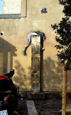 A selection of amazing street art creations by French artist Levalet who populates city walls of France with monochrome characters playing on the elements and u Murals Street Art, 3d Street Art, Graffiti Art, Amazing Street Art, Street Artists, Photographie Street Art, Art Rules, Street Art Photography, Mural Wall Art