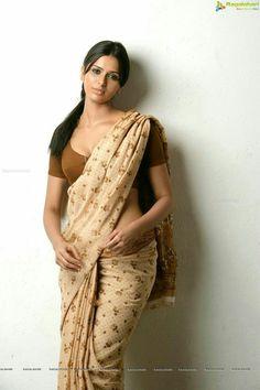 Exclusive stunning photos of beautiful Indian models and actresses in saree. Beautiful Saree, Beautiful Indian Actress, Beautiful Actresses, India Beauty, Asian Beauty, Saree Models, Desi Models, Bollywood Actress Hot Photos, Indian Beauty Saree