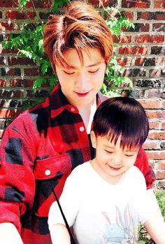 If jaehyun has a baby - 180505 . Jaehyun Nct, Mark Nct, Jung Yoon, Jung Jaehyun, Single Dads, Reaction Pictures, Most Beautiful Man, Boyfriend Material, Taeyong