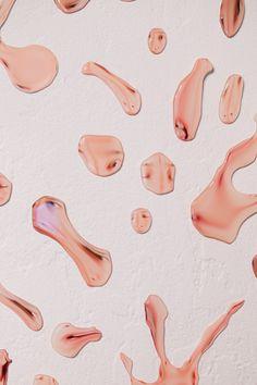 Le travail de Rollin Leonard explore de manière systématique le prolongement digital de la vie humaine. La déformation de la présence humaine en est le reflet. Le temps de la vie et le temps digital sont distordus. Les formes qu'il crée sont fluides, claires et étranges.