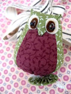 Here's a huge list of owl sewing patterns that I hope you'll find cute and a hoot to make. If you love these animals, you'll really enjoy these fun and beautiful patterns. Owl Fabric, Fabric Crafts, Sewing Crafts, Sewing Projects, Owl Sewing Patterns, Hobbies And Crafts, Arts And Crafts, Tilda Toy, Scrappy Quilts