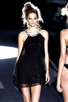 http://siempreelegante.com/vestidos-negros-para-las-fiestas-de-navidad-2013/