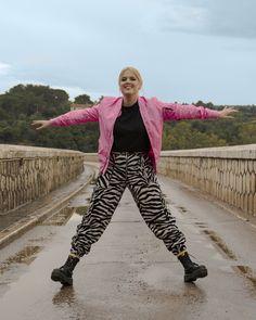 #iMikriOllandeza #MikriOllandeza #casualstyle #ootd #everydaystyle #casualfashion #everydayfashion #howto #howtostyle #zebraprint #zebrapants #drmartens #drmartensoutfit #aesthetic #2020 #egirl #altgirl #blonde #blondehair #blondegirl #pinkbomber #pinkbomberjacket #alphaindustries #alphaindustriesbomber #autumnoutfit #autumnfashion #autumnstyle #autumn2020 #springoutfit #springfashion #springstyle #spring2020 Dr Martens Outfit, Spring Fashion, Autumn Fashion, Pink Bomber Jacket, Zebra Print, Dr. Martens, Everyday Fashion, Blonde Hair, Cow