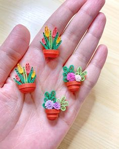 Quilling Paper Craft, Paper Crafts, Quilling Designs, Quilling Ideas, Fabric Jewelry, Flower Pots, Birthday Cards, Miniatures, My Favorite Things