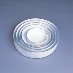 GICB2003 The 2nd International Competition/ <Special prize_Ceramics for use> / Beth WYLLER / Norway / Shallow Dishes / 2002 / hand building, earthenware, white glaze / h.12cm dia.47cm