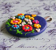 Fimo Polymer Clay Necklace Medallion  whimsical por Coloraudia