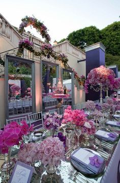 Beautiful Outdoor Tablescapes
