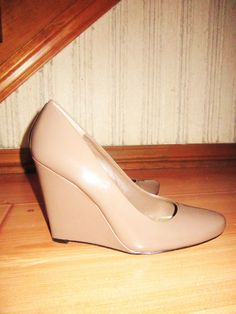 I just got these, but with the wedge made out of cork!! =D