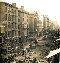 This is believed to be the earliest photograph of NYC.Taken at Broadway between Franklin and Leonard Streets, May 1850 [1229 x 1294]