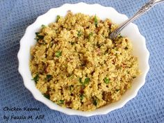 A spicy and delicous chicken mixture that works beautifully in samosas and also as a filling for buns or sandwiches. Keema Recipes, Halal Recipes, Indian Food Recipes, Gourmet Recipes, African Recipes, Curry Recipes, Chicken Keema Recipe, Samosa Recipe, Chicken Recipes
