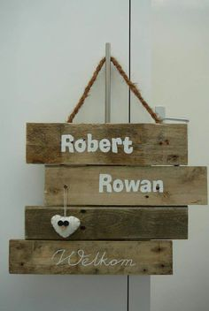 Verhuisd naar Ede. Diy Wood Signs, Pallet Signs, Scaffolding Wood, Door Signs, New Tricks, Play Houses, Interior Decorating, Diy Crafts, House Design