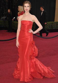 12 dos vestidos mais icônicos de Valentino no tapete vermelho
