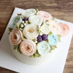Pretty flowers on cake