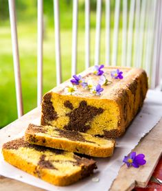 Hiilarivapaa tiikerikakku (G, M, VHH) | Reseptit | Kinuskikissa Köstliche Desserts, Delicious Desserts, A Food, Food And Drink, Healthy Cake, Baking Recipes, Sugar Free, Banana Bread, Clean Eating