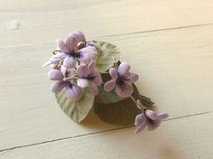 リネンの花 うす紫すみれのコサージュ