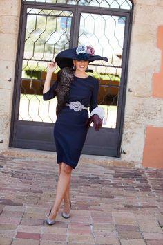 Look invitada http://stylelovely.com/confesionesdeunaboda/2016/11/07/look-invitada-boda-blue-elegance/