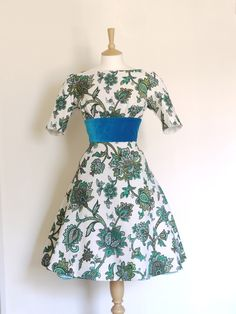 This is the last dress available in this fabric and is a UK size 14 (Eu 42).    This bright and feminine fitted dress is made from a thick, soft, vint