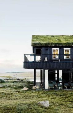 Love the green roof on this modern cabin by the sea. Love the green roof on this modern cabin by the sea. Design Hotel, Exterior Design, Interior And Exterior, Beautiful Hotels, Gaudi, Black House, Outdoor Pool, Indoor Outdoor, B & B