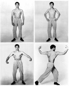 Bruce Lee working out Bruce Lee Art, Bruce Lee Martial Arts, Bruce Lee Photos, Brandon Lee, Rare Pictures, Rare Photos, Artiste Martial, Bruce Lee Training, Blue Lee