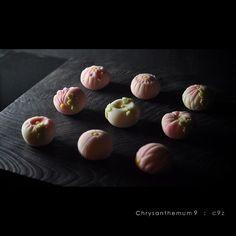 一日一菓 菊九種盛 煉切 製 wagashi of the day Chrysanthemum 9 本日は秋の定番菊の九種盛りです…